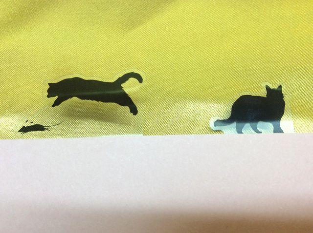 ブックマークスティッピーCat&Mouseを紙に貼っている状態のクローズアップ画像