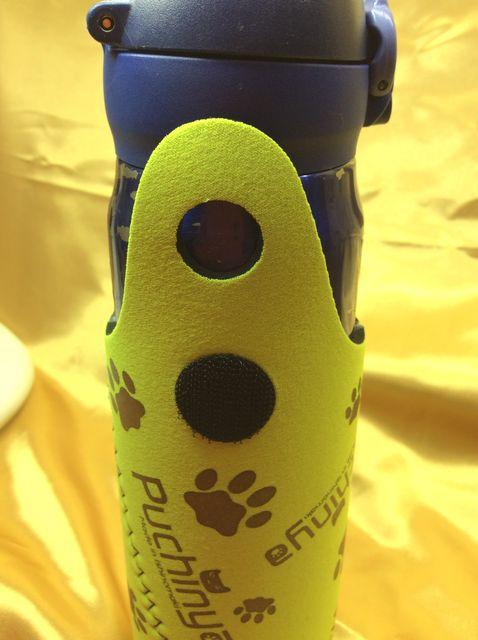 Puchinyaペットボトルホルダーにボトルを入れた画像