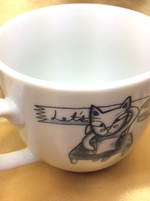 Shinzi Katohの可愛い4匹の猫蓋付マグカップの頭掻きネコの部分のクローズアップ画像