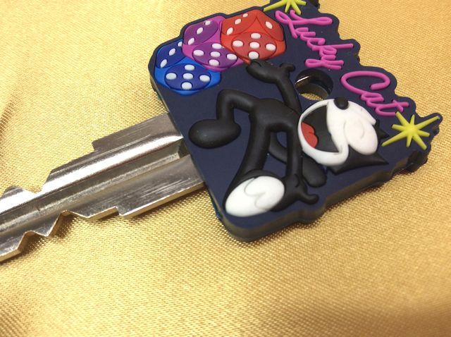 フィリックス・ザ・キャットのラバーキーカバーに鍵を差し込んだ画像