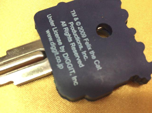 フィリックス・ザ・キャットのラバーキーカバーに鍵を差し込んだ裏側