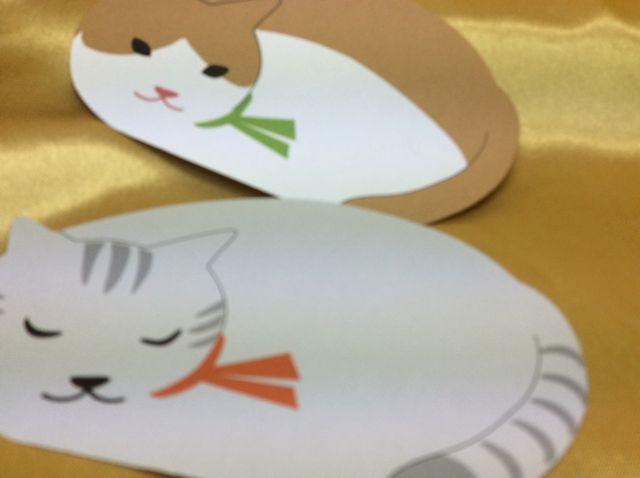 ダイカットメモ中紙のグレートラ猫とハチワレ猫の画像