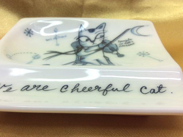 かとうしんじのお醤油皿にも箸置きにもなる便利な小皿猫一人小皿の全体の画像