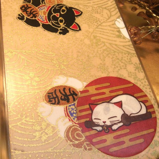 猫侍和紙アイフォンカバー招き猫のクローズアップ画像