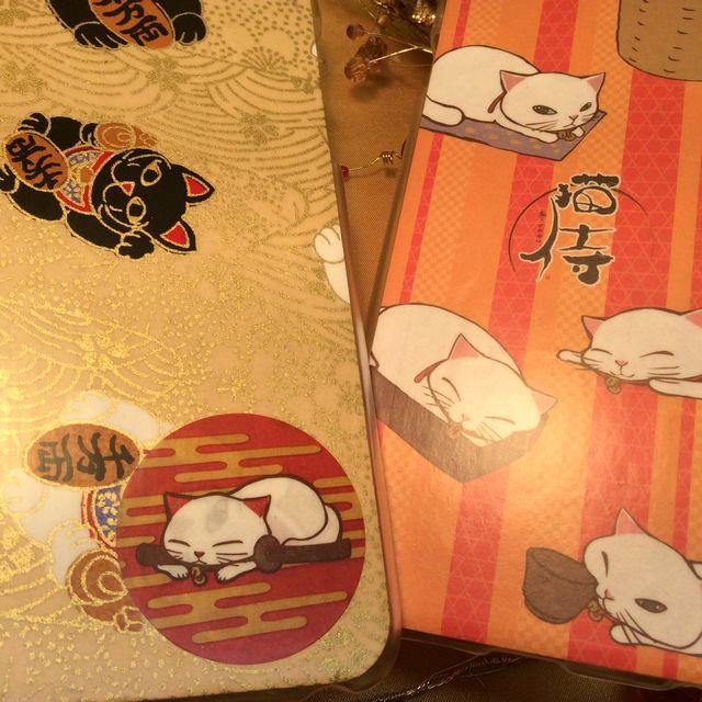 猫侍和紙アイフォンカバー白猫と招き猫の2種の画像