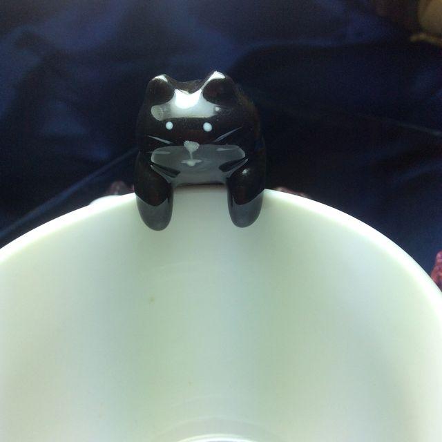 デコレ黒猫箸置きをコップに引っ掛けた正面画像