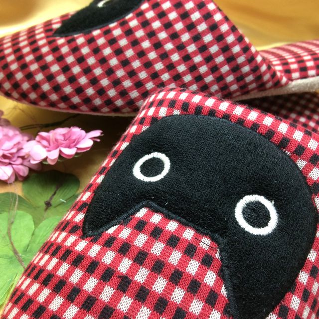 マタノアツコさんの黒猫MEMEギンガムスリッパの全体の画像