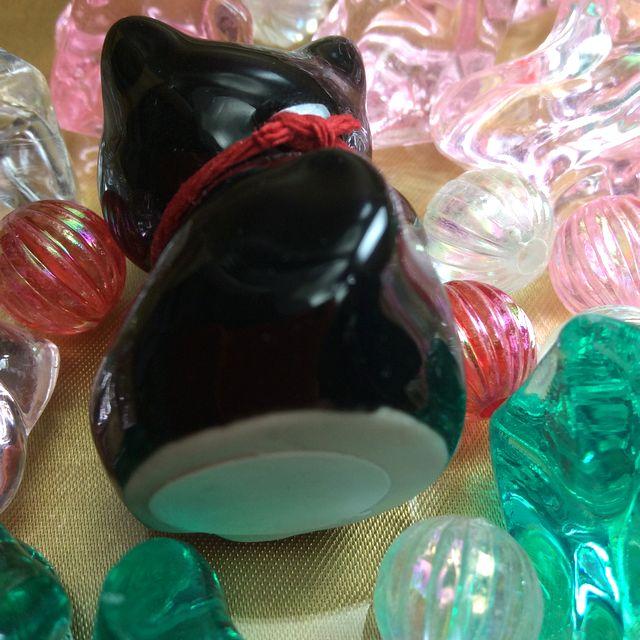 手作り招き猫の置物の黒猫の底の部分の画像