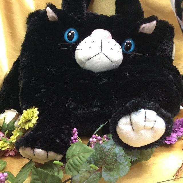 縫いぐるみタイプのフェザールバッグ黒猫の全体の画像