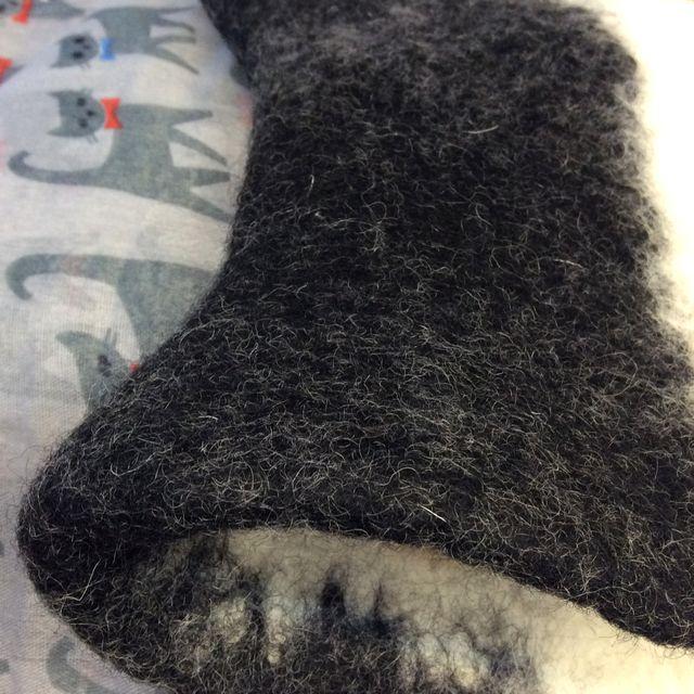 猫耳フェルト帽子三毛猫の縁の素材感を表すすための、クローズアップ画像