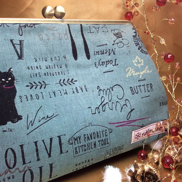 ハンドメイドアーチスト「ゆきむし」さんの猫柄親子がま口クラッチバッグのモスグリーンの全体の画像