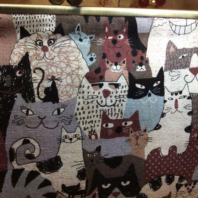 ハンドメイドアーチスト「ゆきむし」さんの猫柄親子がま口クラッチバッグの茶色の全体画像