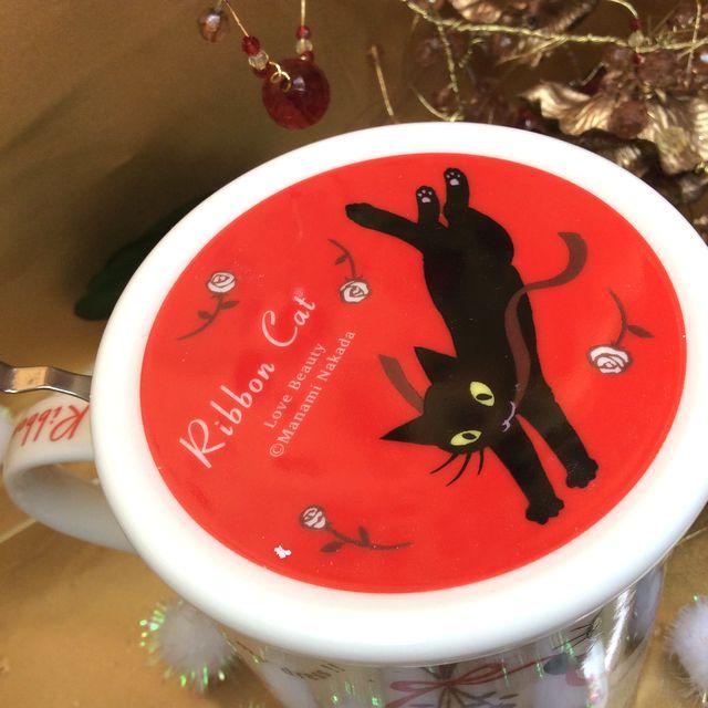 仲田愛美先生の黒猫茶漉し&蓋付きマグカップの蓋部分のクローズアップ画像