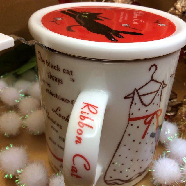 仲田愛美先生の黒猫茶漉し&蓋付きマグカップの持ち手部分のクローズアップ画像