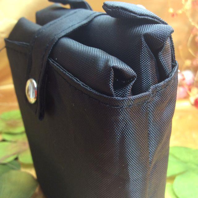なごみ猫収納袋付き黒猫エコバッグを畳んで収納に入れて立てて置いた後ろの画像