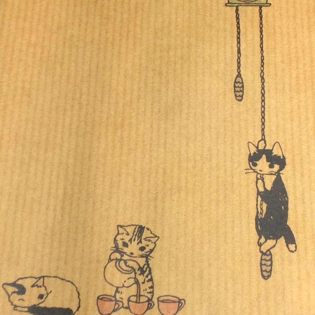 ポタリングキャットさんの猫の茶封筒12枚入りの鳩時計クローズアップ画像