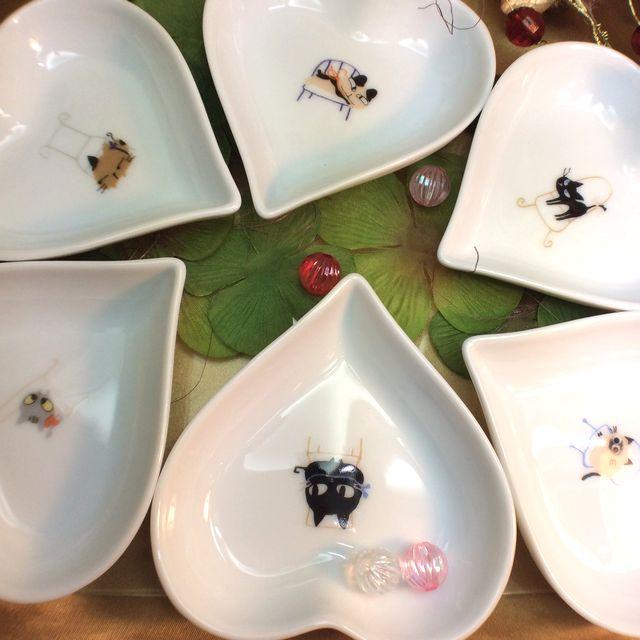かとうしんじ先生のアニーブンキャットハート型小皿の全体画像