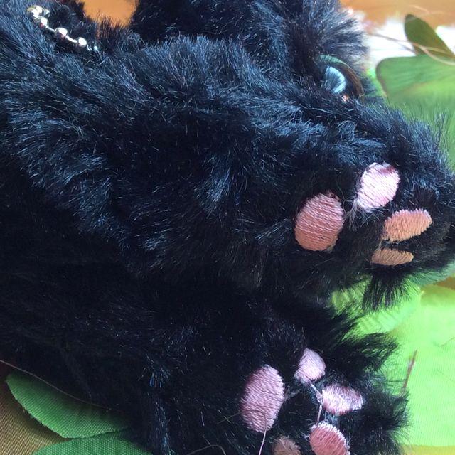 Powa Powa黒猫ボールチェーンバッグチャームの肉球クローズアップ画像
