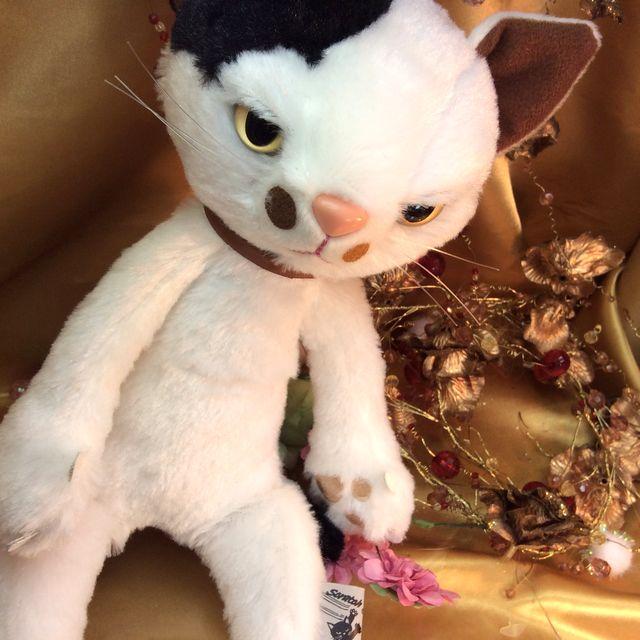 猫のスクラッチの縫いぐるみのミルクの全体画像