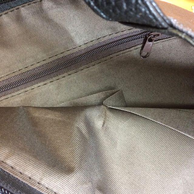 茶トラ猫フォトデカトートバッグの天ファスナーと内側のポケットのクローズアップの画像