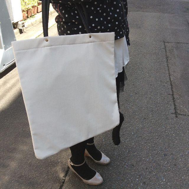 猫のプーちゃんシッポ付きトートバッグの背面の画像