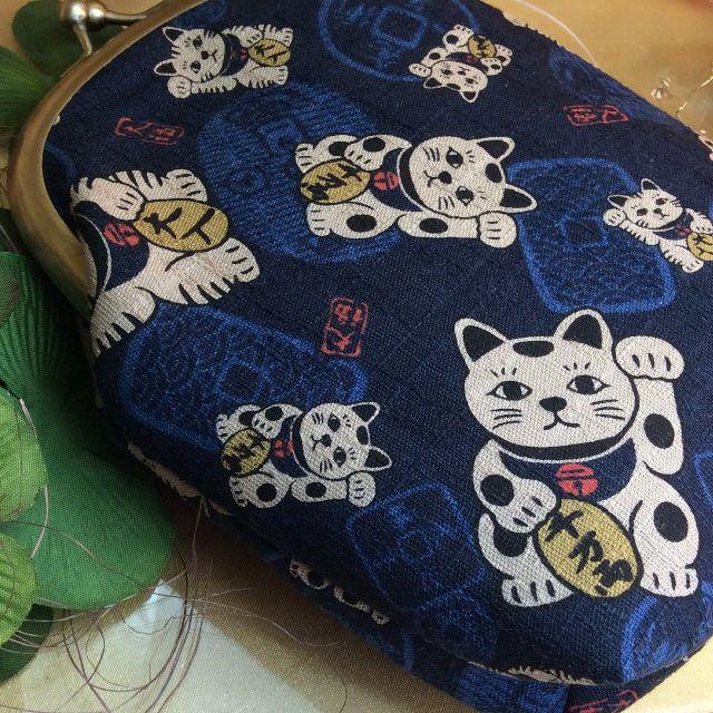 がまぐち作家ゆきむし さんのハンドメイドタバコケース招き猫柄ブルー全体の画像