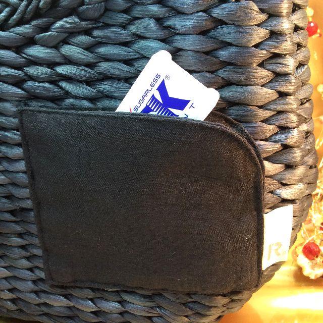 スーパープランニングのルートート猫かごバッグの背面のポケットの部分のクローズアップ画像