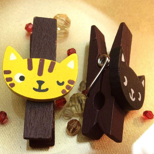 もりまさこさんの、6個組木製ミニクリップの黒猫とトラ猫ウインクのアップ写真