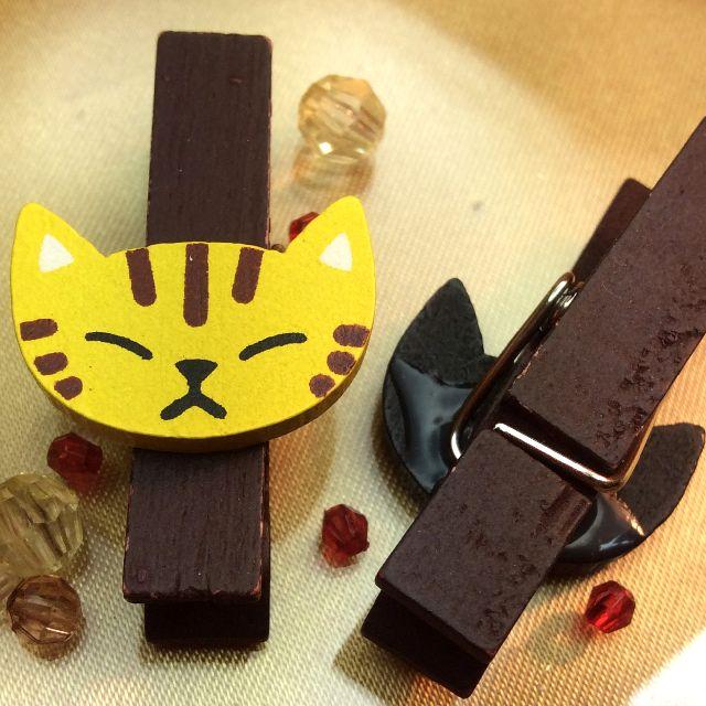 もりまさこさんの、6個組木製ミニクリップの黒猫と両目つぶりトラ猫のアップ写真