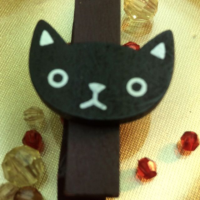 もりまさこさんの、6個組木製ミニクリップ黒猫両目開きのアップ写真