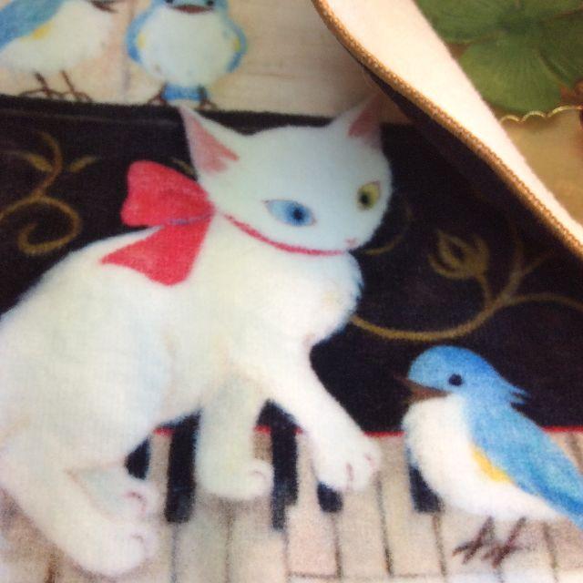 仲田愛美先生のリボンキャットタオルハンカチピアノの裏側をめくった所のの写真