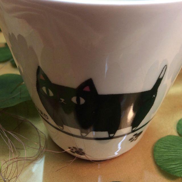 猫3兄弟湯呑の黒猫部分アップ写真