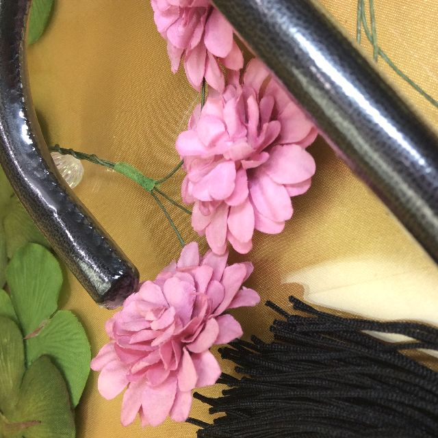 ヨーロッパ調の気品あふれる女王猫の長傘の持ち手部分のアップ写真