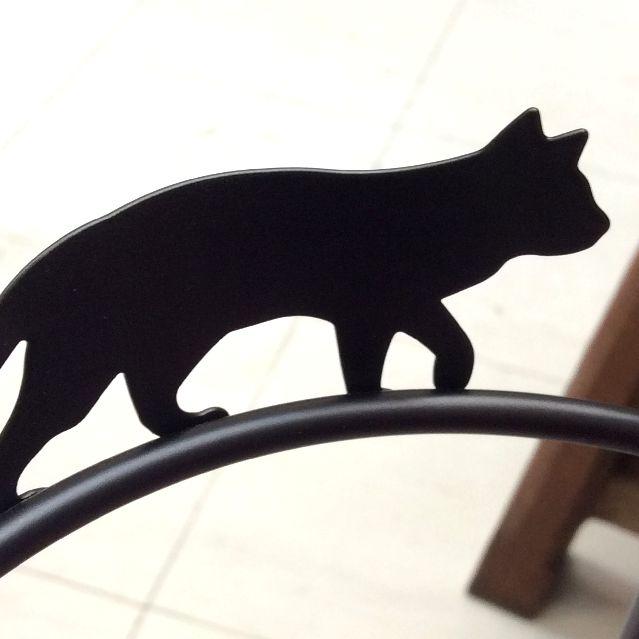 大西賢さんの黒猫シルエットアンブレラスタンドの上部を歩く黒猫シルエットの部分のアップ写真