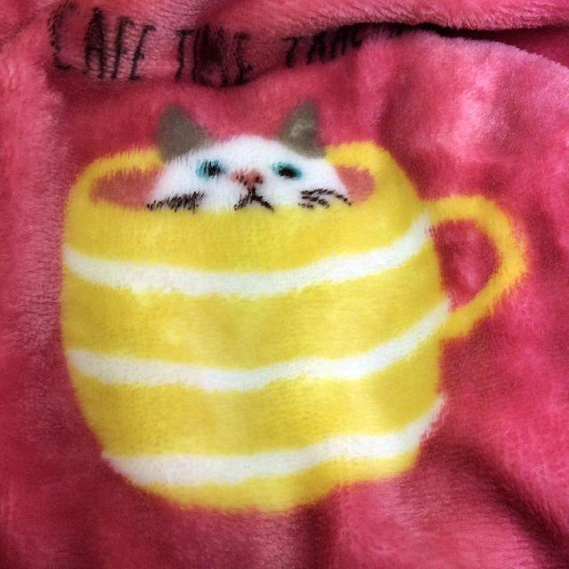 猫のターチャンのふわもこマイクロフランネルブランケットの黄色いボーダー部分のアップ写真