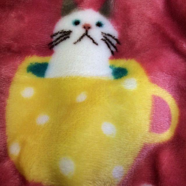 猫のターチャンのふわもこマイクロフランネルブランケットの黄色いドット部分のアップ写真