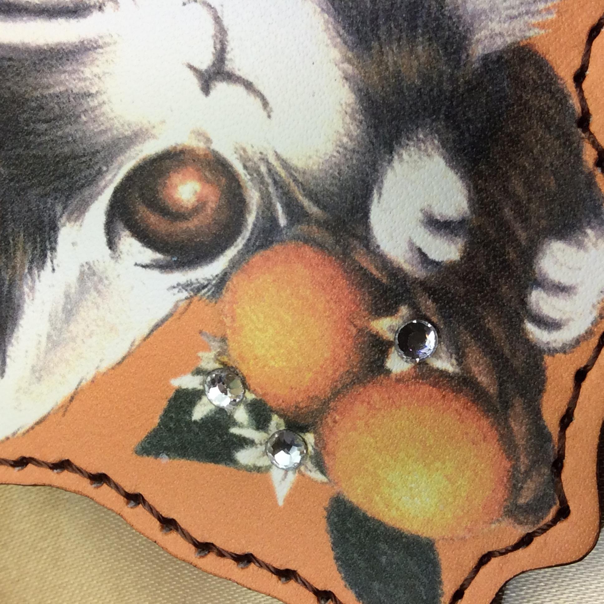 池田あきこ先生のわちふーるどのダヤンの革製キーホルダーエスパーニャスワロフスキー部分のアップの写真