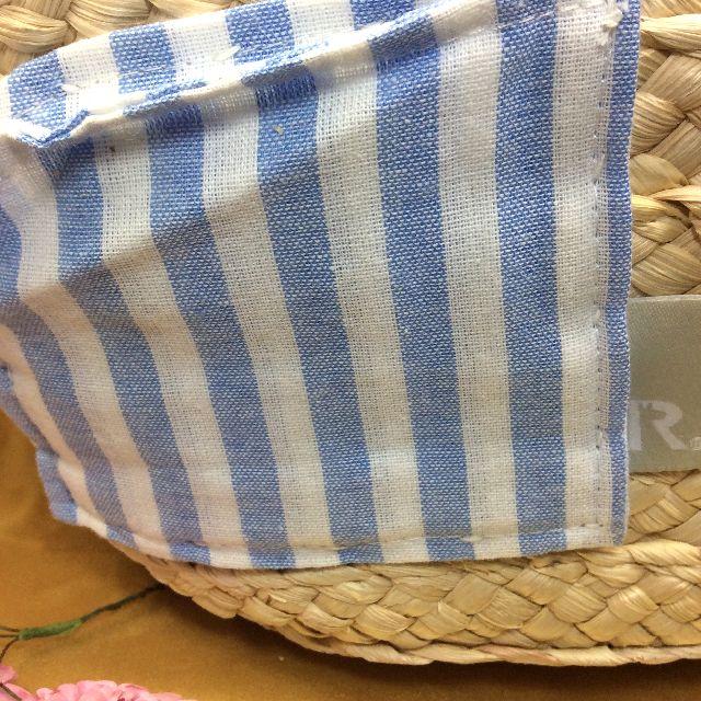 ルートート刺繡トラ猫カゴバッグの後ろ側のポケット部分アップ画像