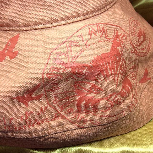 ダヤンのエッジアップ帽子のうでぐみダヤンのマークの所のクローズアップ画像
