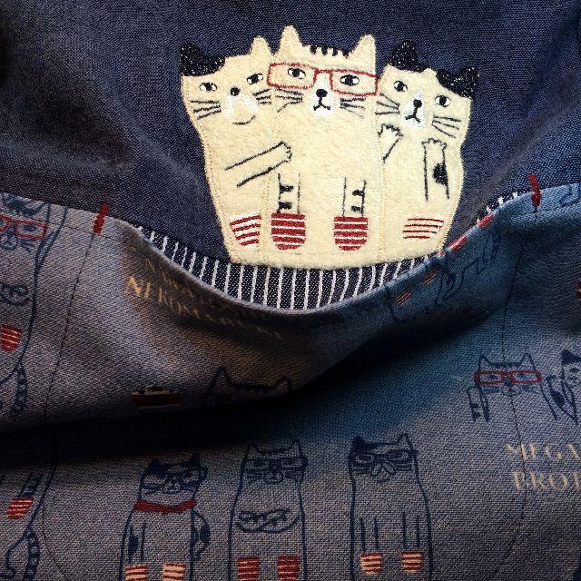 クスグルジャパンの割烹着の前の左側のアップリケポケット
