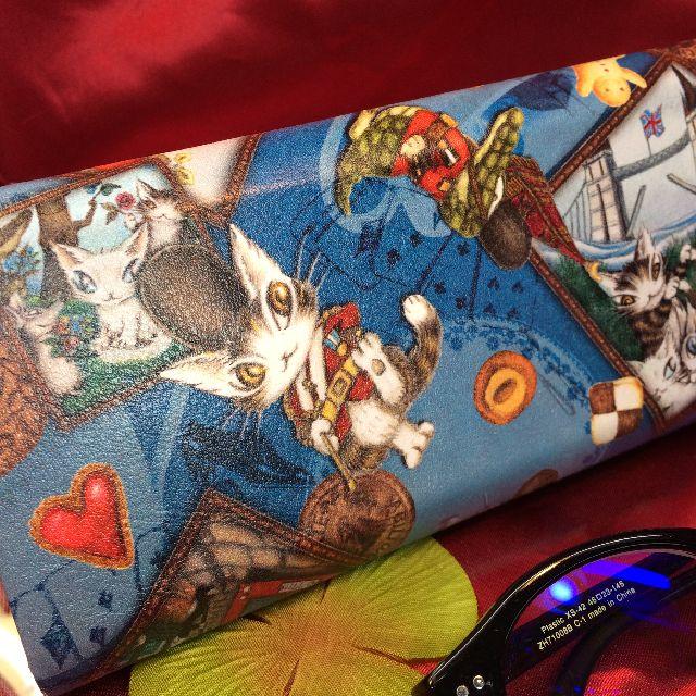 ダヤンの折り畳みメガネケース「ロンドンⅡ」の背面の画像
