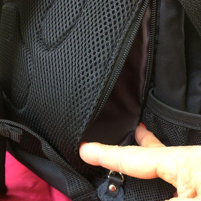 ダヤンのリュック「DDRide#12」の背面のポケット画像