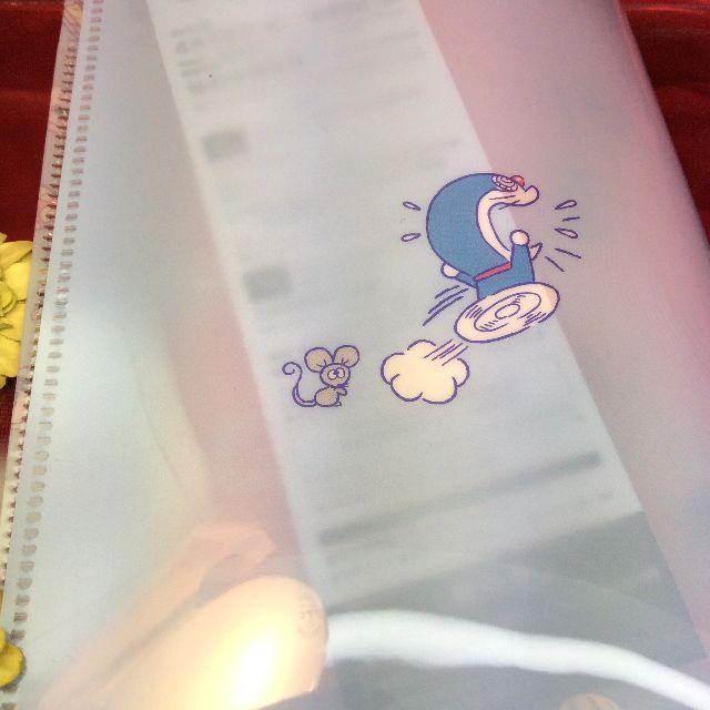 ドラえもんのB6スパンコールクリアファイルの裏側の全体画像