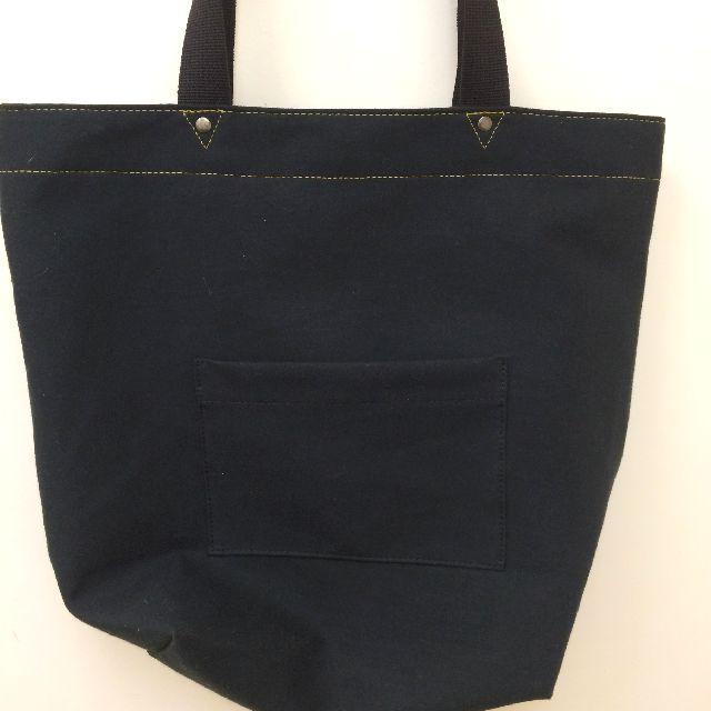 ダヤンの刺繍ロゴトートバッグの背面の画像