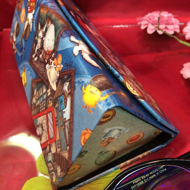 ダヤンの折り畳みメガネケース「ロンドンⅡ」の底面の画像