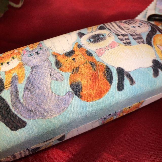 北村ハルコめがねケース「ねこちゃん、ねこちゃん」柄の底面側画像