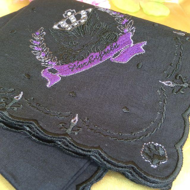 ダヤンの黒色薄手刺繍ハンカチの全体の画像