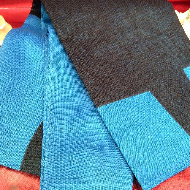マタノアツコ黒猫サマーストール青色の畳んだ状態の画像