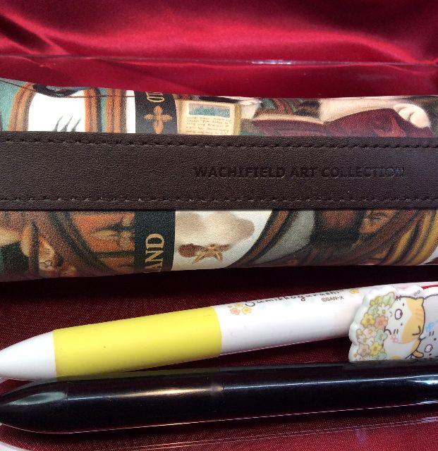 ダヤンの革製ペンケース「理想の図書館」の底側の画像