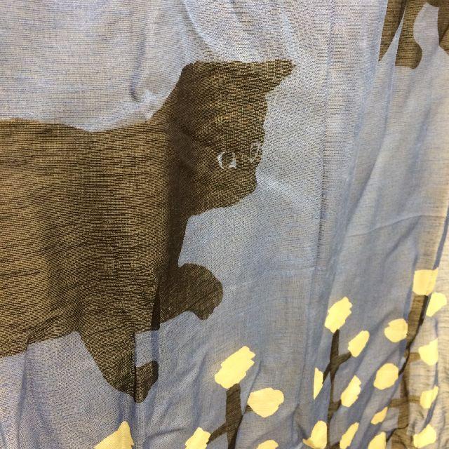 マタノアツコ黒猫麻混ストールの猫柄の部分のクローズアップ画像